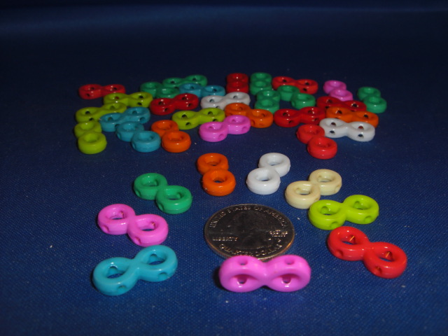 Plastic Crazy Eight Charms (ea)